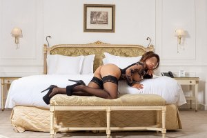 Chrystine incall escort